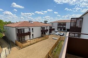 Ensemble immobilier neuf de plusieurs bâtiments pour habiter ou investir.